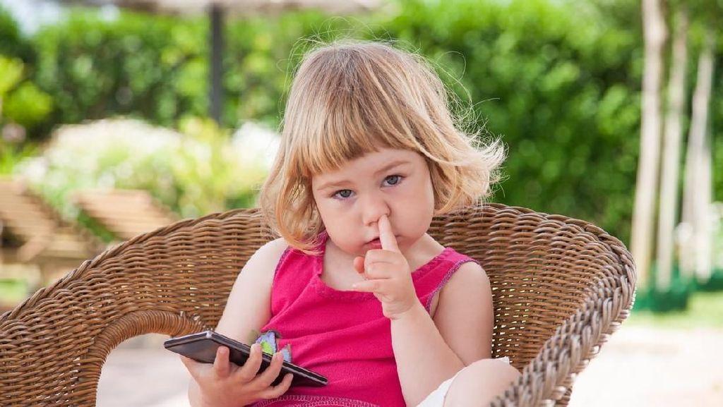 Kiat Mengatasi Anak yang Suka Makan Upil