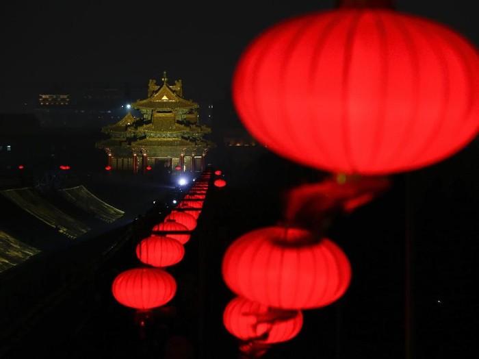 7 Hiasan Imlek Terbaik, Mulai dari Lampion Hingga Kue/Foto: Andy Wong/AP Photo
