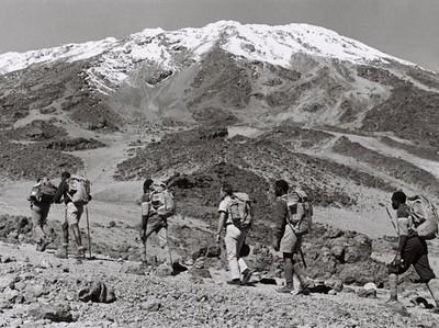 Kisah Inspirasi 7 Pendaki Buta Naik Gunung Kilimanjaro