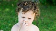 Cara Tepat Menyikapi Anak yang Hobi Ngupil di Depan Umum