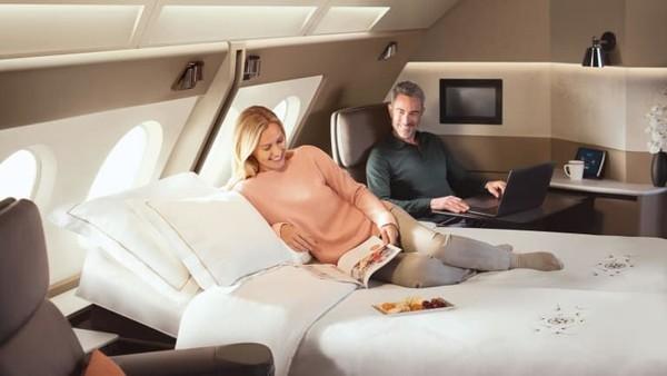 Penerbangan A380 pertama di tahun 2007 dari Singapura ke Sydney. Singapore Airlines memiliki First Class Suites dengan tempat tidur dan layanan bintang lima di dalamnya (CNN Travel)