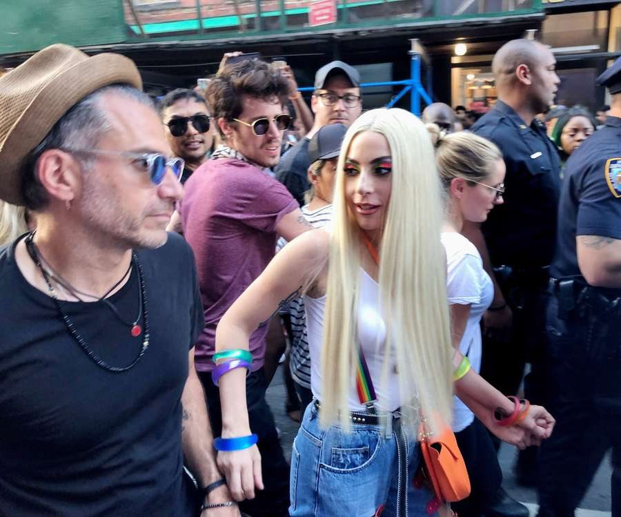 Momen Mesra Lady Gaga dan Christian Carino