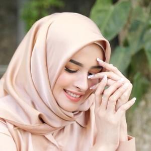 Gaya Istri Richie Five Minutes, Hijabers Cantik yang Diselingkuhi Suaminya
