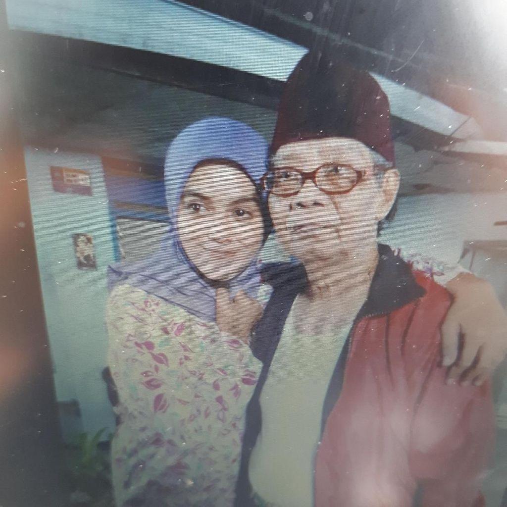 Mendung Iringi Jenazah Nana Krip ke TPU Kemiri Rawamangun