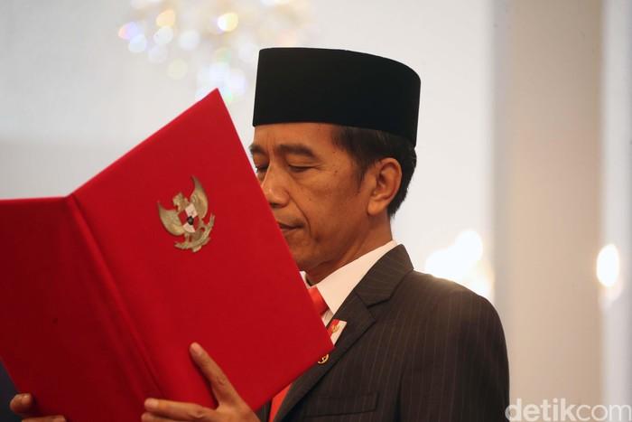 Presiden Joko Widodo resmi melantik Gubernur Riau terpilih Syamsuar dan Wakil Gubernur Riau Edy Natar Nasution. Mereka disumpah secara Islam.