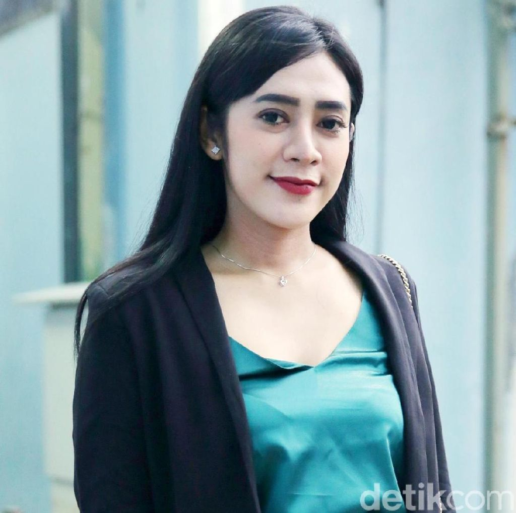 Vernita Syabilla Diamankan Polisi Dugaan Prostitusi, Ibunda Kurung Diri