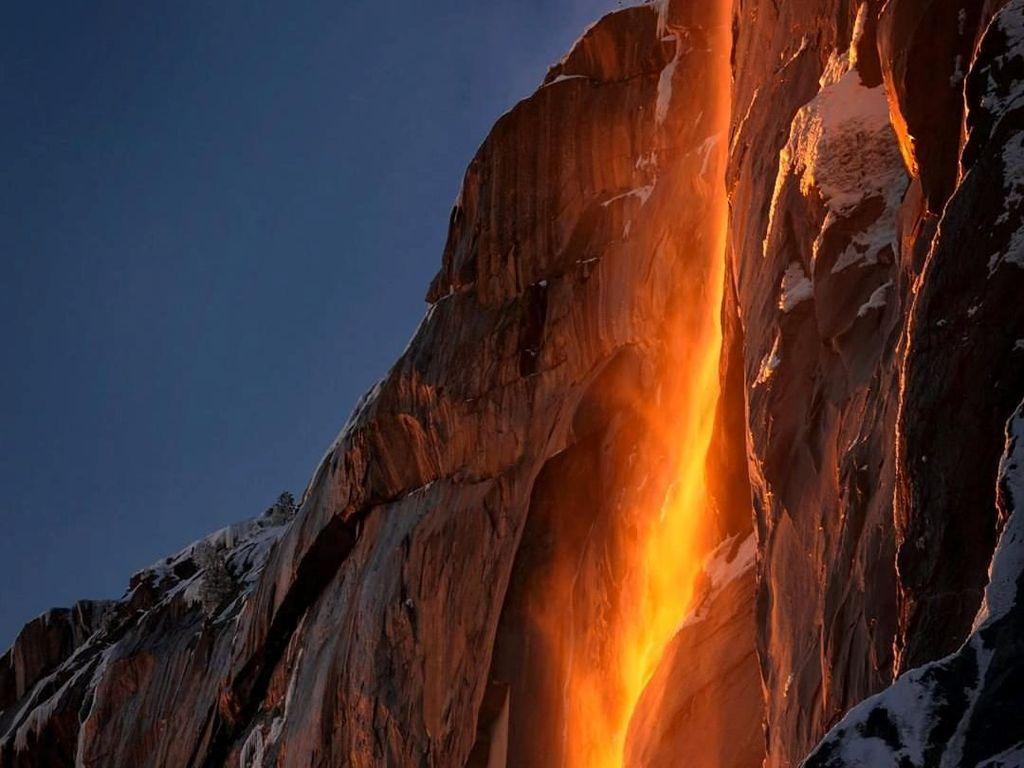 Inilah Bukti Kekuasaan Tuhan: Air Terjun Api di AS