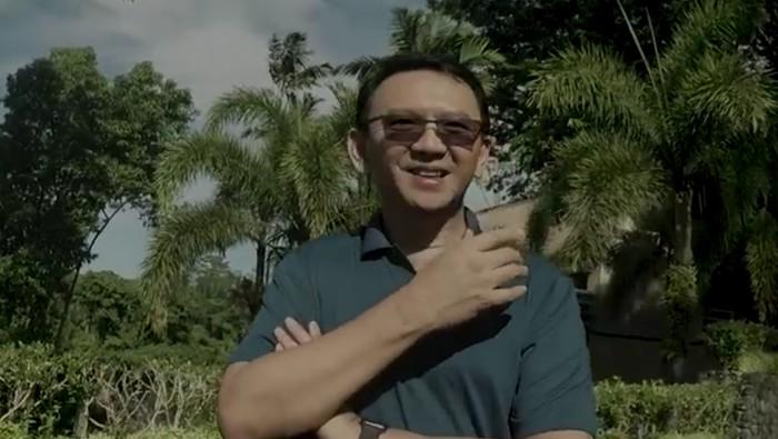 Foto: Ahok saat liburan di Bali (Youtube Panggil Saya BTP)