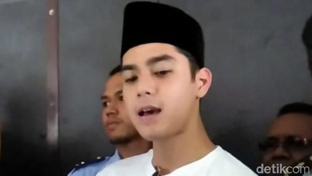 Jenguk Ahmad Dhani, Al Ghazali Nyanyikan Lagu Hadapi dengan Senyuman