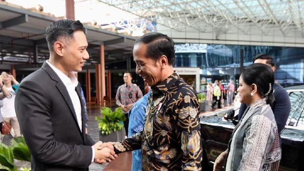 Kaesang Temani Jokowi Jenguk Ani Yudhoyono di Singapura