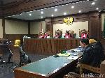 Hakim Tolak Eksepsi Eks Dirut Pertamina Karen Agustiawan