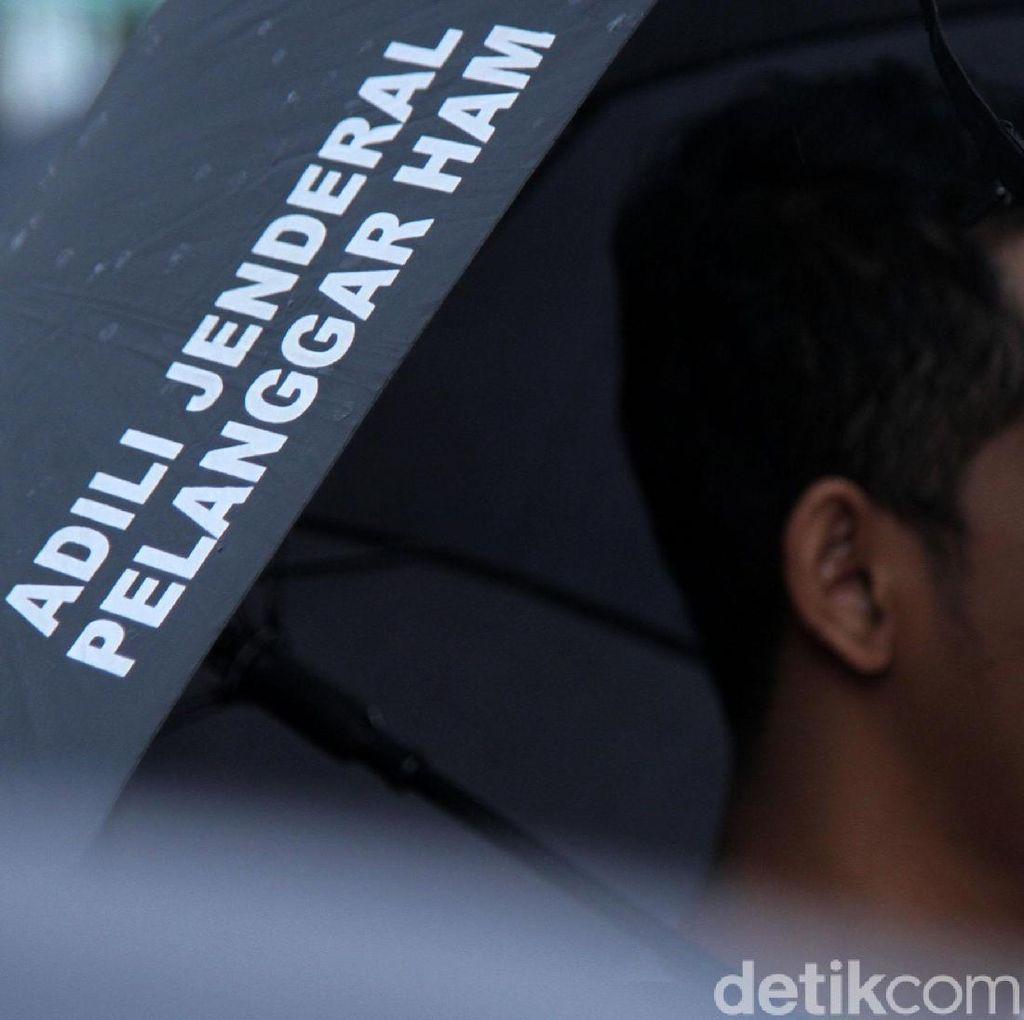Diguyur Hujan, Aksi Kamisan ke-575 Digelar di Depan Istana