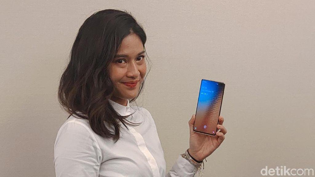 Deretan Fitur Kamera Samsung Galaxy S10+ Favorit Dian Sastro