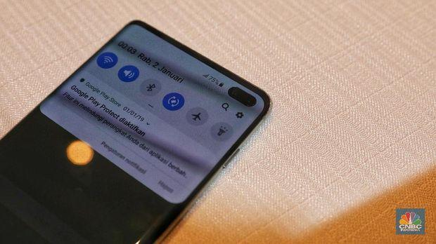 Huawei P30 Pro vs Samsung Galaxy S10 Plus, Canggihan Mana?