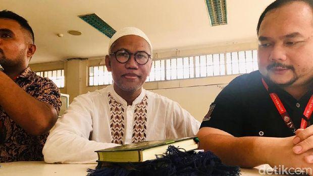 Buni Yani dan pengacaranya Aldwin Rahadian