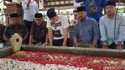 Turuti Perintah Dhani, Al Ghazali Ziarah ke Makam Gus Dur