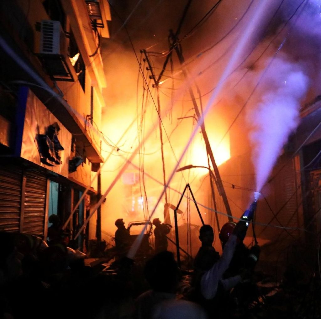 Kebakaran Hanguskan Gudang Kimia di Bangladesh, 69 Orang Tewas