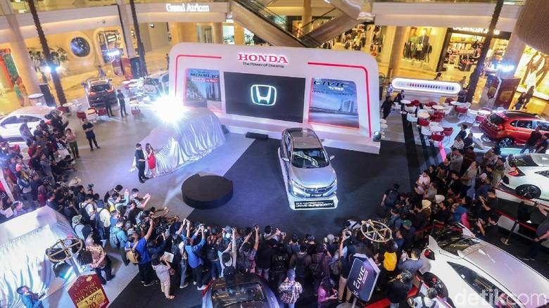 memperkenalkan New Honda Mobilio, PT Honda Prospect Motor (HPM) juga meluncurkan varian terbaru, New Honda Civic 1.5 Turbo.