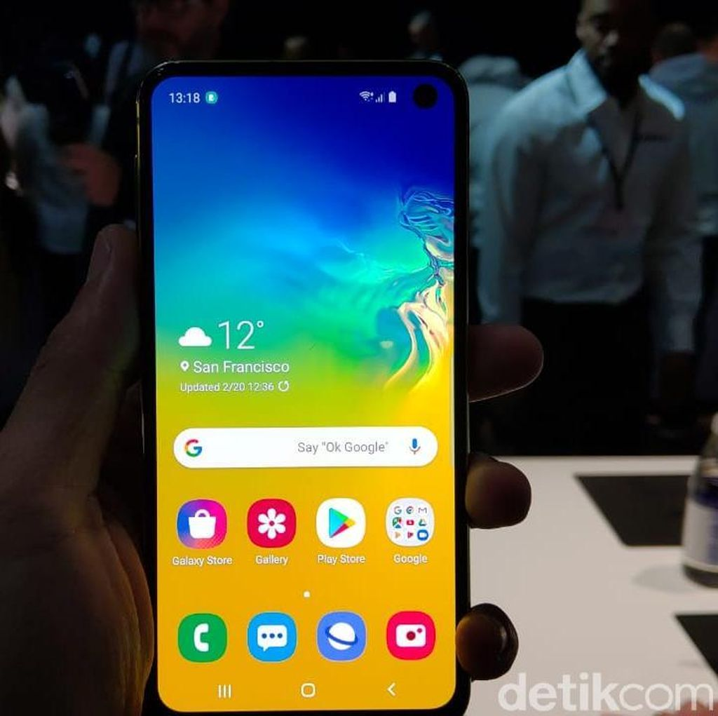 Komparasi Flagship Murah Galaxy S10e vs iPhone XR