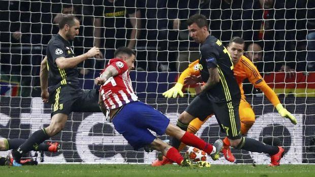 Jose Gimenez mencetak gol pertama Atletico Madrid saat mengalahkan Juventus.
