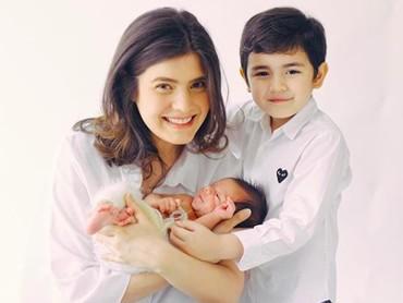 Carissa Puteri melahirkan putra keduanya, Zenecka Acana Naif, pada 25 September 2018. (Foto: Instagram @carissa_puteri)