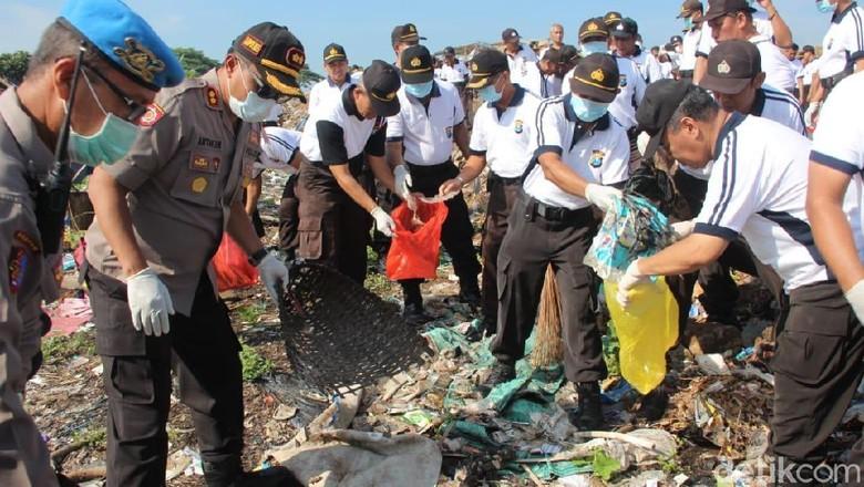 Hari Peduli Sampah Nasional, Ini Yang Dilakukan Polisi Kota Polresta Kediri