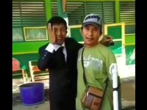 Lulus Sidang Skripsi, Pria Ini Cari Sang Ayah yang Sedang Jualan Siomay