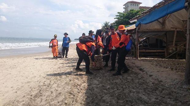 Sampah di bawah laut juga dibersihkan personel gabungan TNI/Polri.