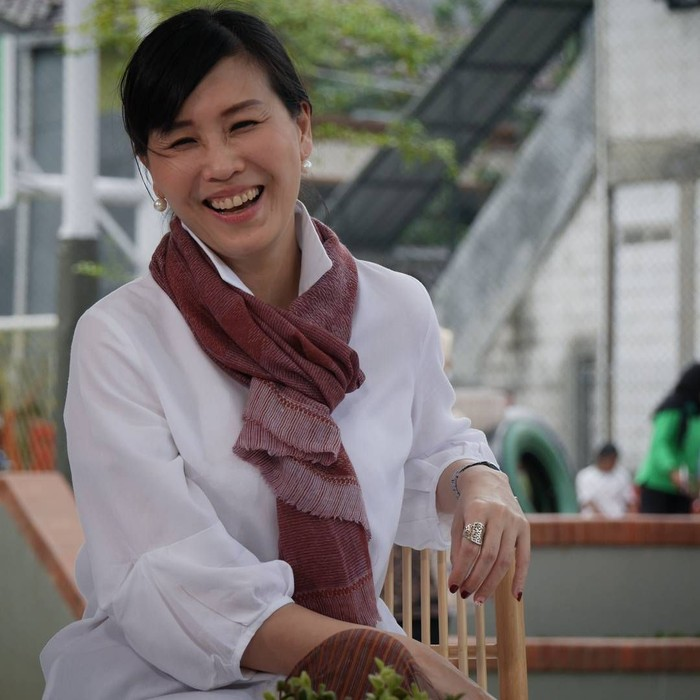 Veronica Tan lahir di Medan pada tanggal 6 September 1977. Ia resmi dipersunting Ahok pada tahun 1997. Foto: Instagram veronicatan_official