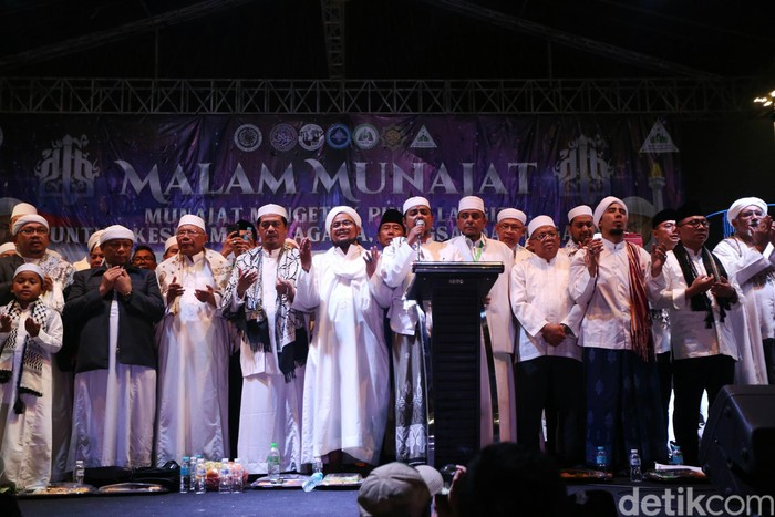 Tokoh-tokoh di panggung Munajat 212. (Agung Pambudhy/detikcom)