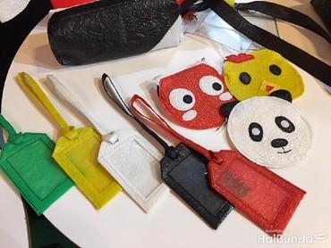 Enggak cuma pouch, plastiknya juga bisa dibuat untuk benda lainnya, lho. Mulai dari tempat kartu, tempat pensil sampai dompet koin.