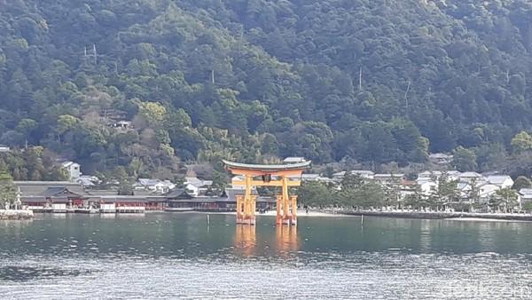 Jalan-jalan ke Hiroshima, ada Pulau Miyajima. Pulau Miyajima bisa dijangkau dengan menggunakan kapal ferry dari pelabuhan khusus ke Miyajima. (Bonauli/detikTravel)