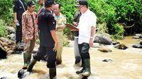 Cerita Plt Bupati Cianjur Menantang Maut Seberangi Sungai Tanpa Jembatan