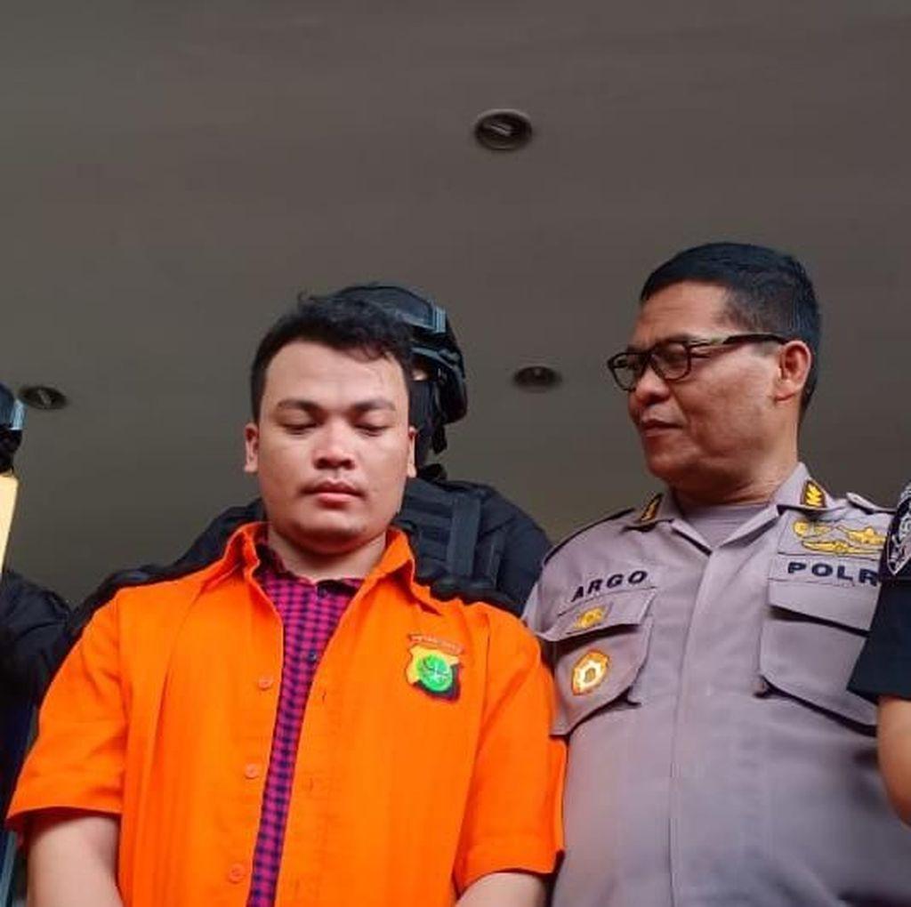 Pembunuh Sekeluarga di Bekasi Diserahkan ke Jaksa Bersama Sekardus Bukti