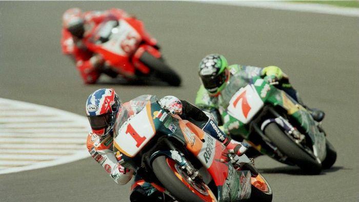 Sirkuit Sentul dikala menggelar balapan GP 500 cc di pertengahan 1990-an (Mike Cooper/ALLSPORT)