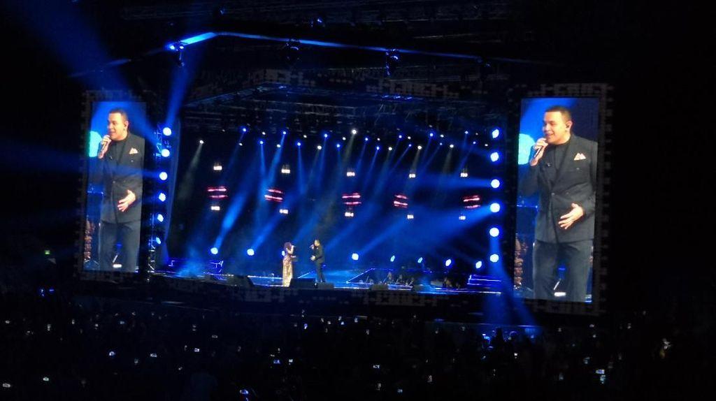 Tulus Jadi Kejutan Spesial di Konser Siti Nurhaliza