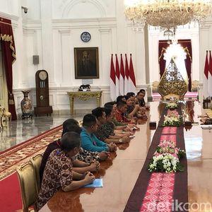 Bertemu Pekerja PTPN, Jokowi Janjikan Lahan 1.000 Meter Persegi