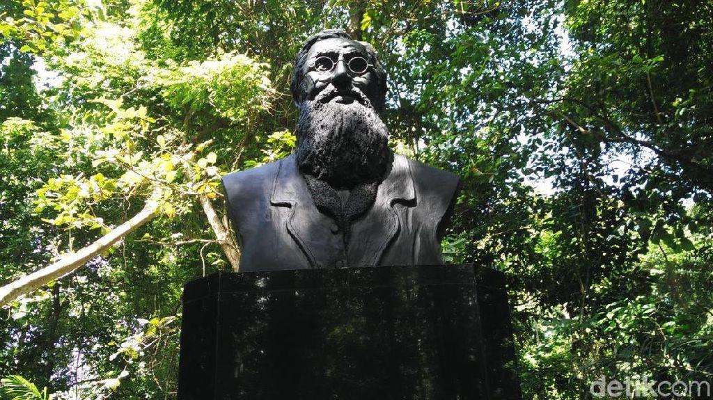 Patung Pertama Wallace di Luar Inggris Berdiri di Tangkoko