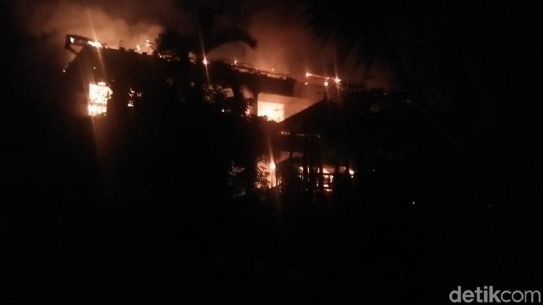 Mes Toko Emas Di Magetan Dilalap Api, 1 Karyawan Tewas Terbakar
