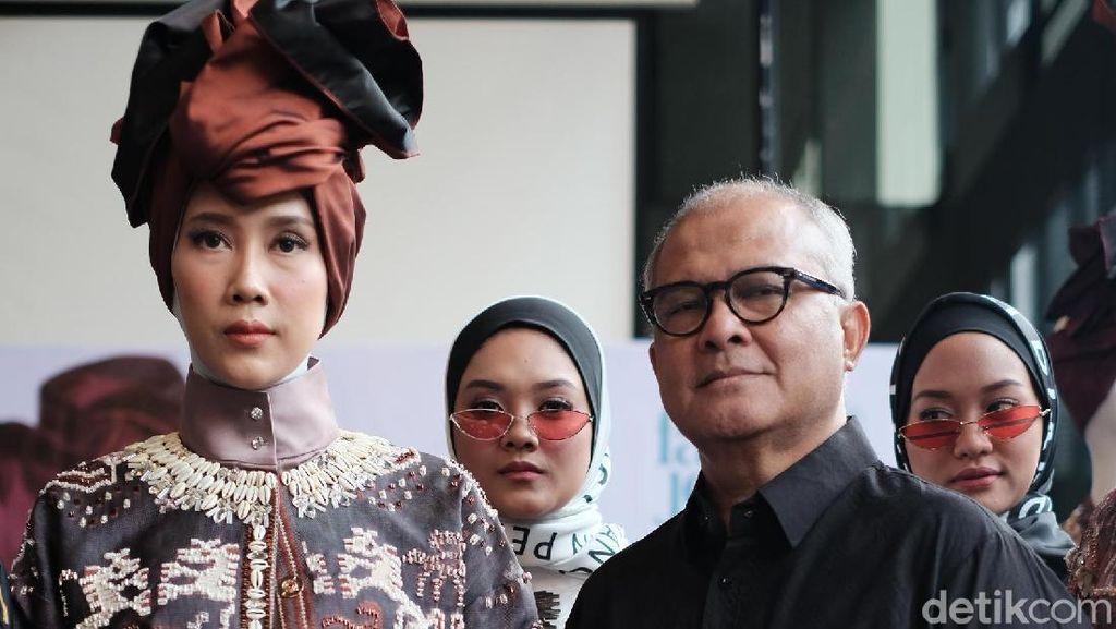 Itang Yunasz Kenalkan Indahnya Sumba di New York Fashion Week 2019