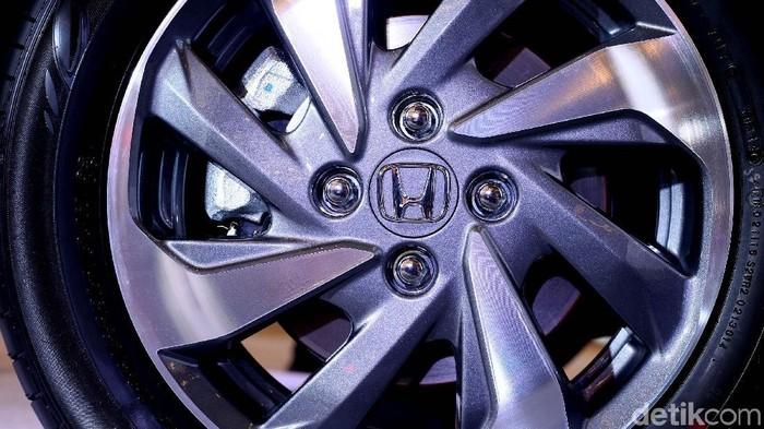 Enggan tertinggal oleh rivalnya, Honda Prospect Motor (HPM) ikut permak Honda Mobilio. Beberapa sektor mendapat penyempurnaan sehingga lebih modern.