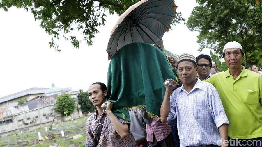 Doa Krisna di Pemakaman Nana Krip