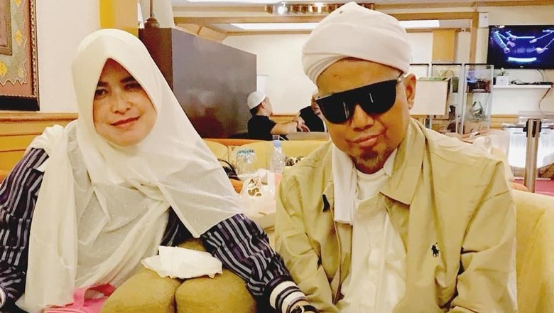 Foto: Ustaz Arifin Ilham kembali terbang ke Malaysia (Instagram Alvin)