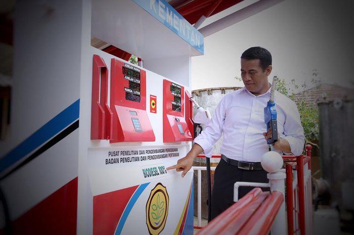 Menteri Pertanian Amran Sulaiman menjelaskan bahan bakar B100 ini memiliki keunggulan jika diproduksi nantinya yakni lebih efisien 40 persen dibanding bahan bakar fosil.Istimewa/Kementerian Pertanian.