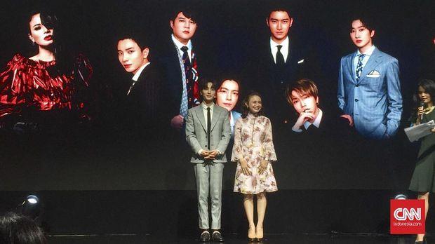 Leeteuk 'SUJU' dan Rossa diumumkan sebagai penanda awal kerjasama SM Entertainment dan Trans Media.