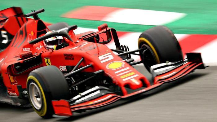 Sebastian Vettel puas dengan mobil baru Ferrari (Foto: Dan Istitene/Getty Images)