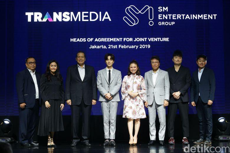 Transmedia menjalin kerjasama dengan SM Entertainment untuk mengangkat artis Indonesia ke pentas Internasional.
