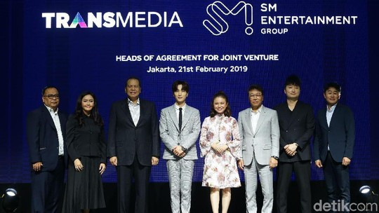 Siap-siap Elf! Kolaborasi SM Entertainment dan Transmedia
