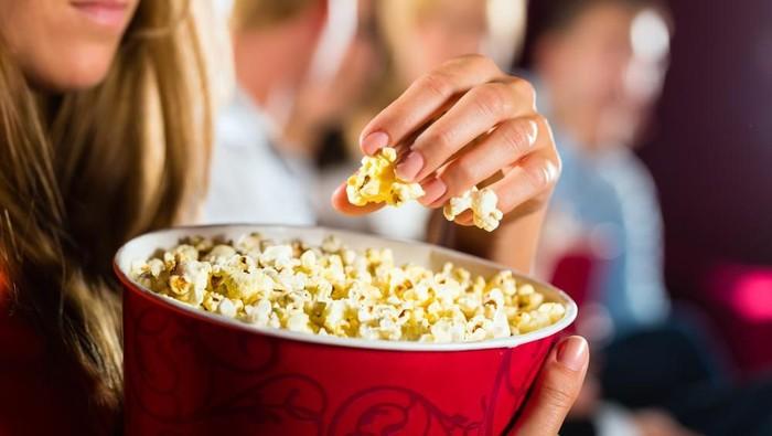 Makan popcorn tidak bikin gemuk jika memperhatikan hal berikut. (Foto: shutterstock)