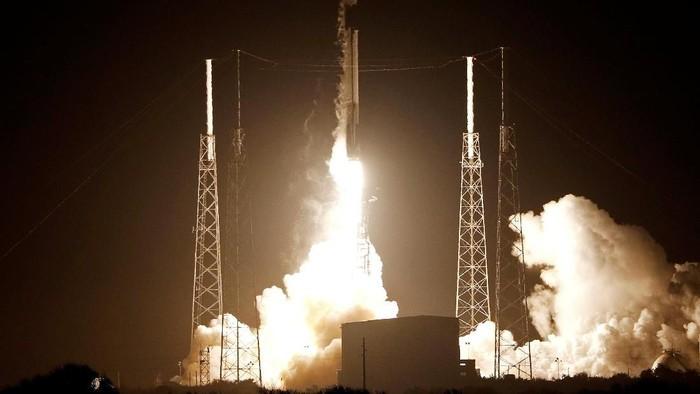 Pesawat Ruang Angkasa Baresheet Meluncur ke Bulan. Foto: Reuters